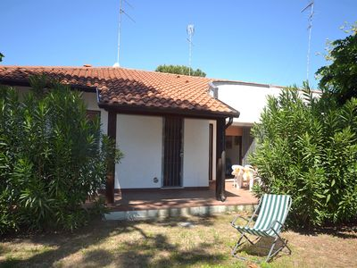 Photo for Small villa on the ground floor with large garden on the corner in a quiet area