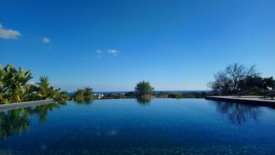 The sky, the sea and the ocean meet from the pool