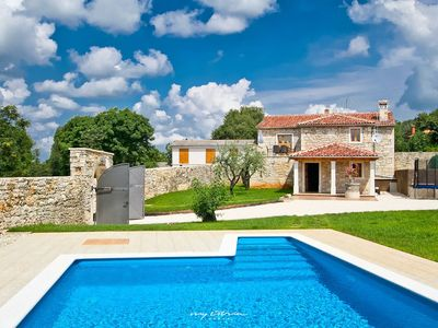 Photo for Beautifully restored villa with pool in Istria