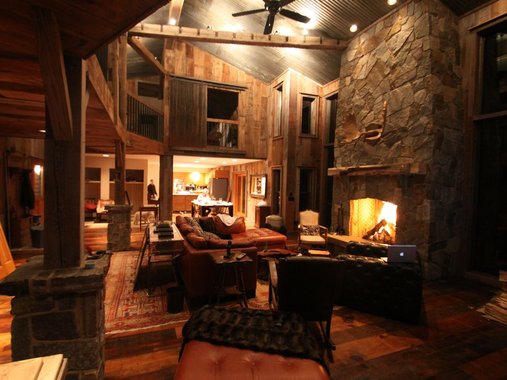 magnificent duck lake log home on 5 privat vrbo
