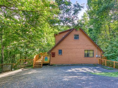 Photo for Cabin near downtown Gatlinburg in a wooded setting Bear Run Getaway 1136