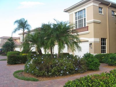 Photo for Luxurious 3 Bedroom, 3 Bathroom Lakefront Coach Home!