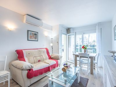 Photo for Lovely apartment for 5 guests with WIFI, A/C, TV, balcony and pets allowed