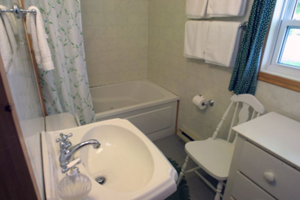 2 BR COTTAGE, SAND BEACH, FIREPLACE, JACUZZI, Queensland ...