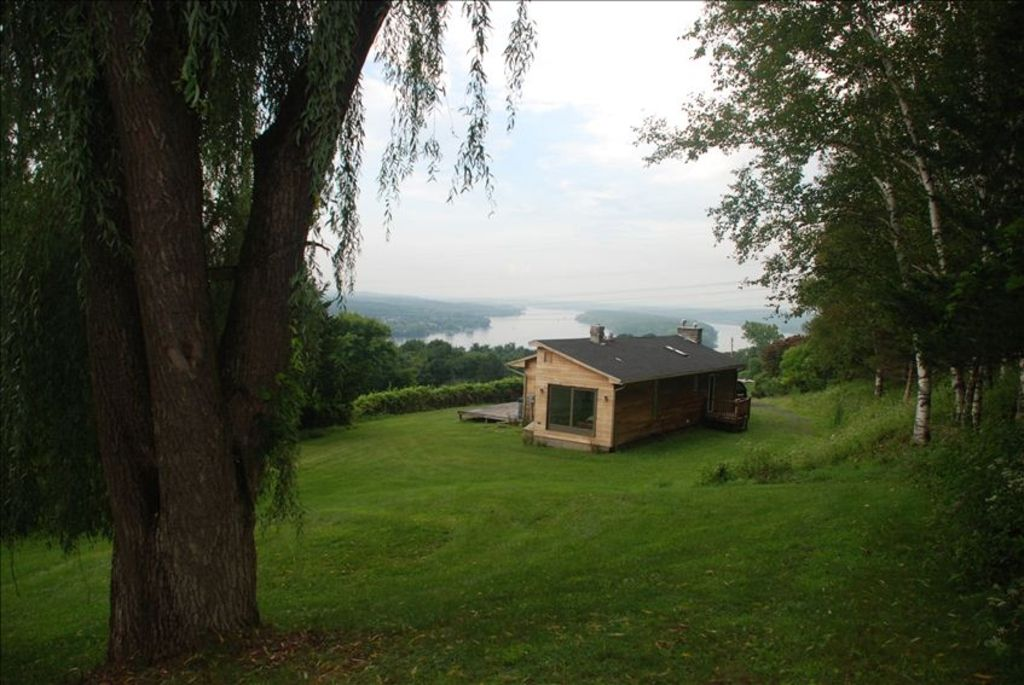 Hudson River/Catskill Mtn Views 2 Bdrm Contemporary, Hudson NY