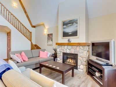 Photo for Luxury at Blue : Blue Mountain chalet