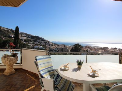 Photo for Great apartment with fantastic sea view, located in quiet area. A stone's throw