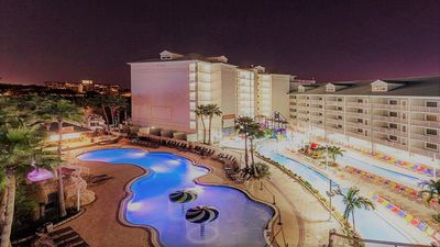 Photo for Family Friendly Waterfront Condo | 2BR | 2BA. 4 FREE entry to FH Waterpark!
