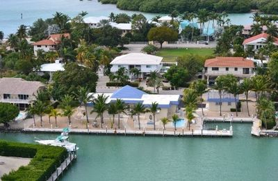 Photo for By the Beach with Heated Pool & Jacuzzi