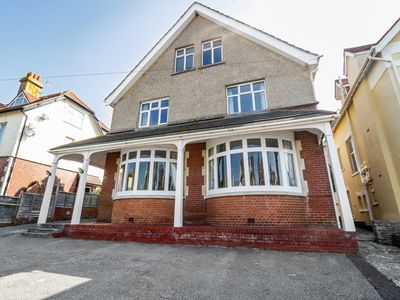 Photo for 20 ULWELL ROAD, pet friendly, with open fire in Swanage, Ref 980319
