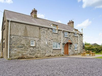 Photo for 5 bedroom property in Tudweiliog. Pet friendly.
