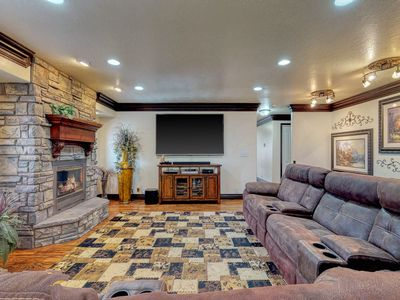 Photo for Spacious family home with fireplace, jetted tub, deck - 2 dogs welcome!