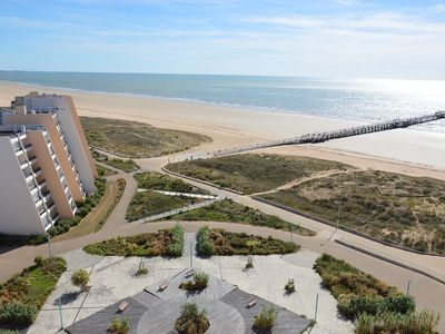 Photo for Apartment with sea facing balcony, modern decor, 8 pers. 2 bedrooms, private parking.
