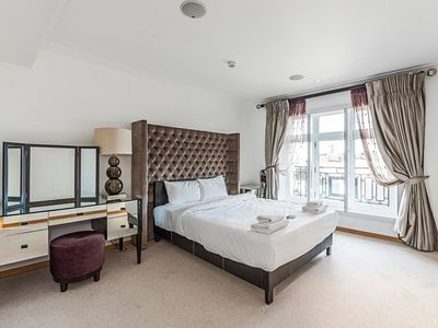 Photo for Park Lane · Superb 3 Bed Apartment Next to Hyde Park