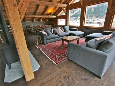 Photo for Luxury 4 Bedroom Spacious Chalet 5 min flat walk to Chamonix centre