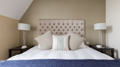 Photo for Luxury 2-Bed/2-Bath - Sleeps 6 - Center of London - Hotel Quality
