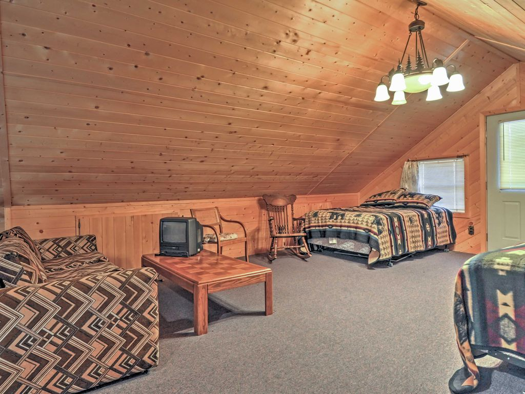 1br pagosa springs cabin w expansive two story deck for Cabin rental colorado springs