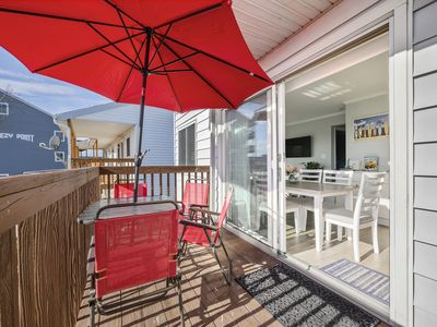 Photo for Beautifully Renovated Two Bedroom Condo W/ Shared Pool, Sleeps 5