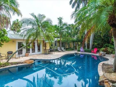 Central Anna Maria Island home within a minute walk to Gulf.