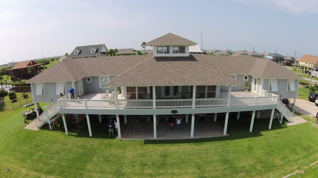 Crystal beach house rental renovare crystal beach great family reunion and corporate or church retreat