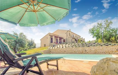 Photo for 6 bedroom accommodation in Castel del Piano GR