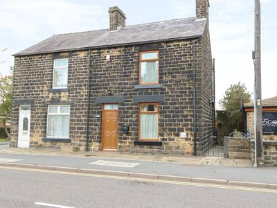 Photo for HUNTER HOUSE, pet friendly, with open fire in Penistone, Ref 912017