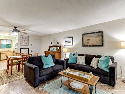 Photo for Quiet 2 Bedroom Condo with Pool 2 block from the beach!