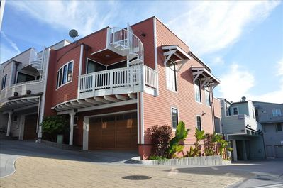 Sunny corner condo inside gated complex, beautifully appointed, well maintained