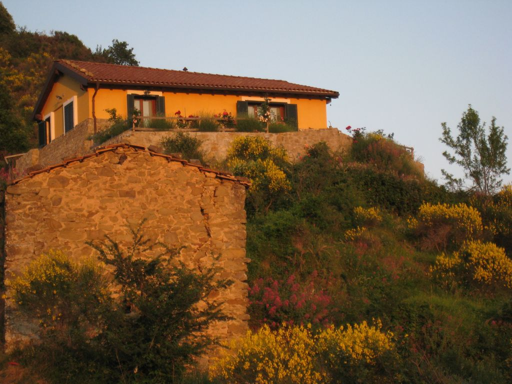 Eagle\'s Nest, idyllic country house in Liguria near the sea with ...