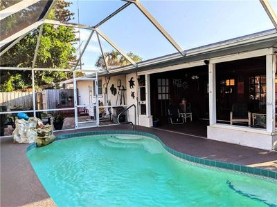 Photo for Heated Pool, Close to IMG, Beaches, Quiet neighborhood