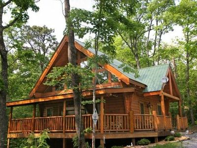 Photo for Country Livin' in the Great Smoky Mountains .AC. Wifi. Grill. Cable TV. Hot Tub.