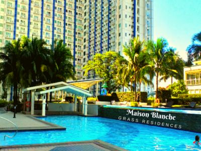Photo for Maison Blanche Resort Condotel - 5 Pools / Malls / Wifi