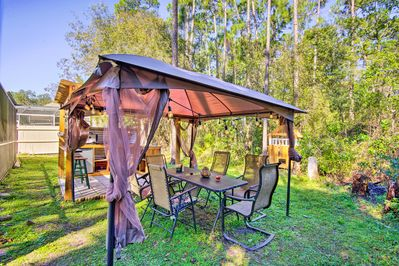 Enjoy the comfort of a private pool, lanai, outdoor kitchen, & dining area!