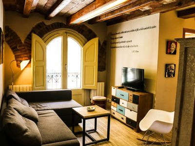 Photo for Charming 4 bedrooms apartment in Placa Universitat, Barcelona center!