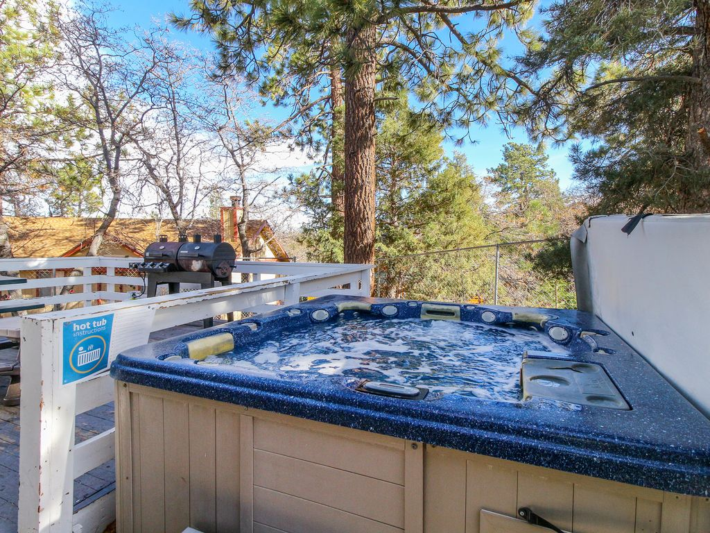 2,300 sq. foot home w/private hot tub, game... - VRBO