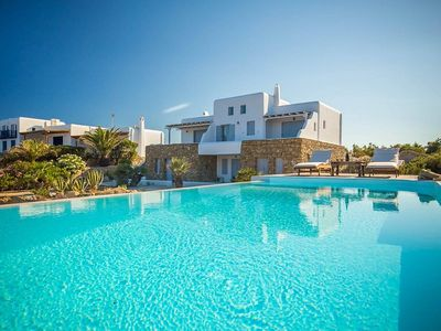 Photo for Fantastic Seafront Villa, Infinity Pool, Jacuzzi, Sea Views, 5 Mins Walk to Paradise & Paraga Beach