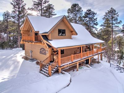 Wannabee Moose Lodge -5 bedroom with private hot tub and paved roads!