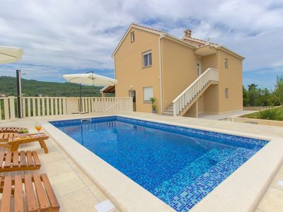 "Photo for ""Paradise"" apartment with pool,Dugi otok"