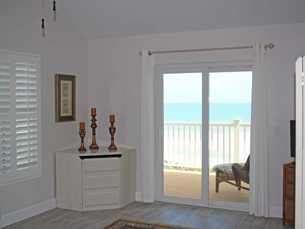 **Spring Discount** The Turtle Spot Beach Front Home with Stunning Views & Private Beach