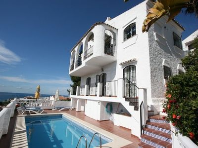 Photo for 3 bedroom villa with swimming-pool and fantastic views