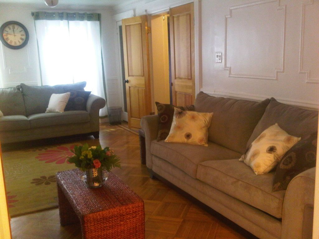 Your Haven Awaits: Classic Brownstone Garden Apartment - 866449