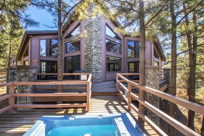 Enjoy our hot tub in the treetops