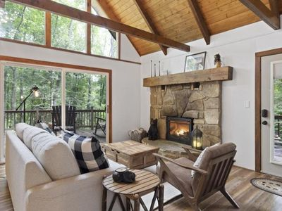 Photo for Don't Worry, Bear Happy! ★ 1mi to Downtown Gatlinburg ★ Huge Porch ★ Fireplace