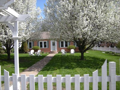 Photo for Family-friendly North Beach cottage, steps from Lake Michigan and downtown