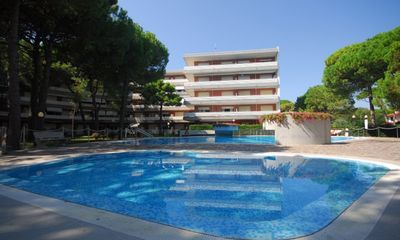Photo for Residence with garden and swimming pool just a few meters from the beach