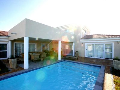 Photo for Wellness House in Somerset West / South Africa for 6 people, with pool ...