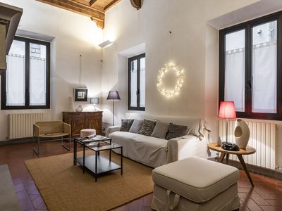 Photo for Santa Trinità - Lovely, spacious 1bdr in the heart of Florence