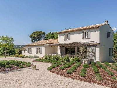 Photo for Beautiful property with heated swimming pool in the heart of Lubéron in absolute calm