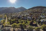 Central Queenstown Lakefront Terrace Holiday Home