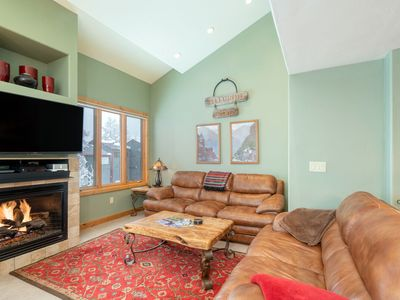 Photo for Beautiful 3 bedroom Condo close to Lift 7